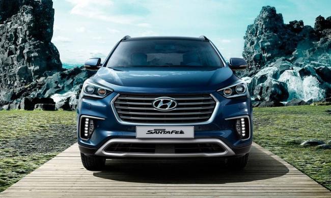 2017-Hyundai-Grand-Santa-Fe-2.jpg-nggid03351-ngg0dyn-0x0x100-00f0w010c010r110f110r010t010.jpg