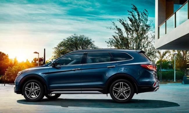 2017-Hyundai-Grand-Santa-Fe-3.jpg-nggid03352-ngg0dyn-0x0x100-00f0w010c010r110f110r010t010.jpg