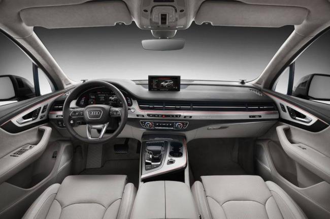 2017-Audi-Q7-interior-1024x680.jpg