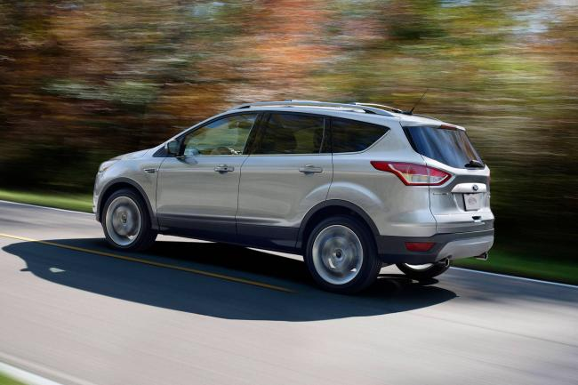 2014-Ford-Escape-rear-drivers-side-in-motion.jpg