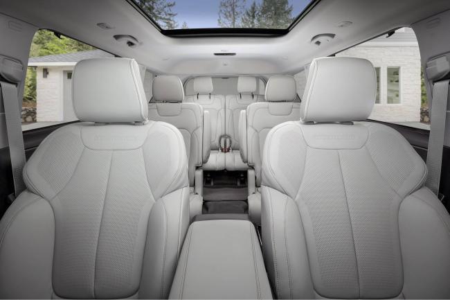 interer-jeep-grand-cherokee-l-2021.jpg