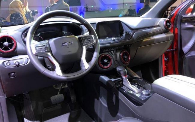 chevy-blazer-interior.jpg