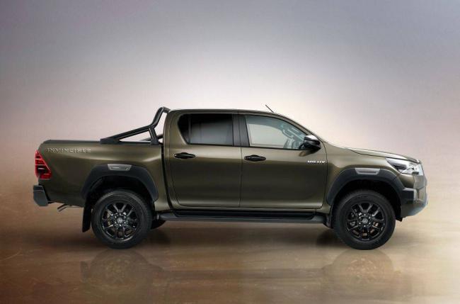 2020-Toyota-Hilux-3.jpg