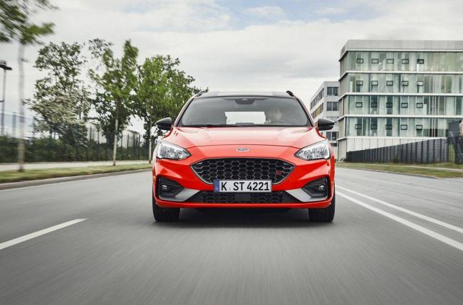Ford-Focus-universal-2019-2.jpg