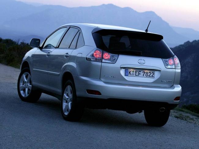 Фото Lexus RX300 - вид сзади