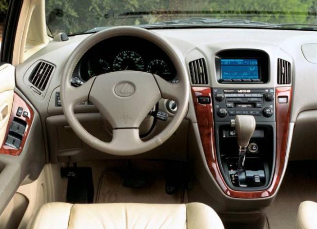 Фото салона Lexus RX300
