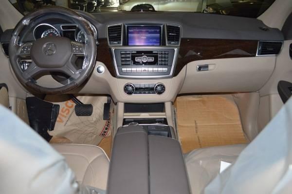 Mercedes-Benz-ML-500-salon.jpg