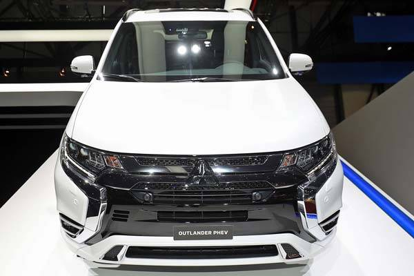 Mitsubishi-Outlander-2018-12.jpg