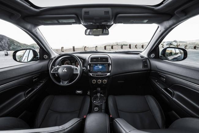 Mitsubishi-Outlander-interer.jpg