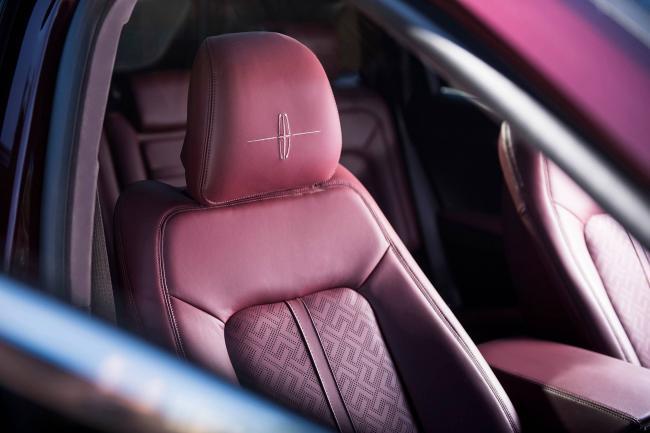 2019-Lincoln-Nautilus-seats-01.jpg
