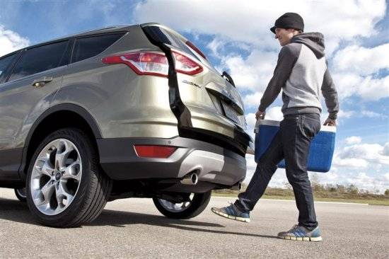 1374345511_2013-ford-escape-hands-free.jpg