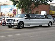 187px-Ford_Expedition_SUV_Limo_%282783513262%29.jpg