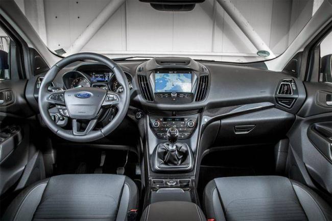 Ford-Kuga-2017-salon.jpg
