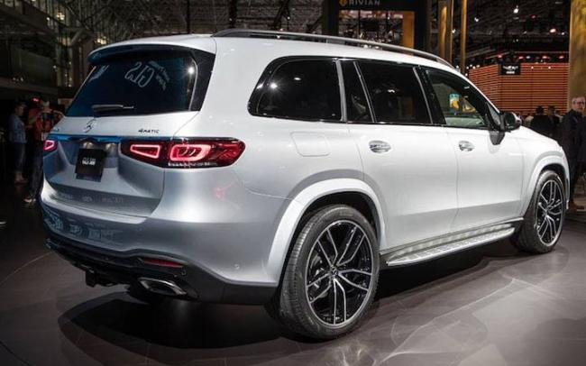 Задние фонари нового Mercedes GLS 2019-2020