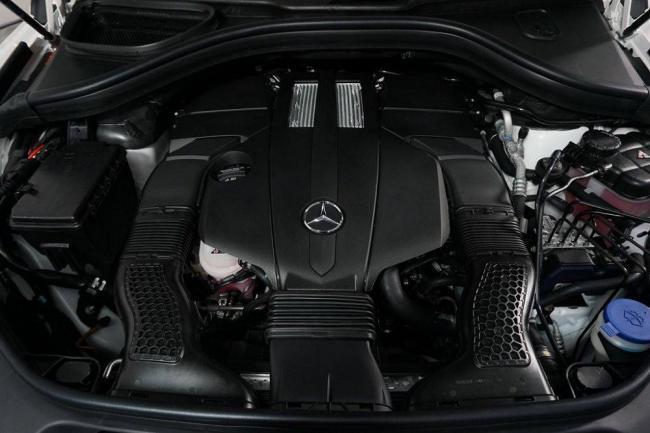 2019-Mercedes-GLS-11.jpg