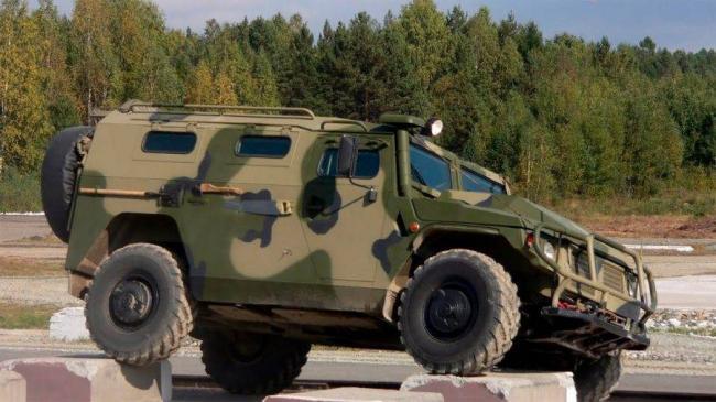 GAZ-2330-Tigr-na-prepyatstviyah-900x506.jpg