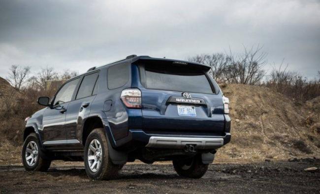 2016-Toyota-4Runner-115-876x535-750x458.jpg