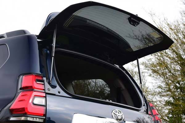 Toyota-Land-Cruiser-Prado-2018-12.jpg