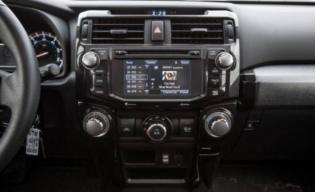 2016-Toyota-4Runner-133-876x535-750x458.jpg
