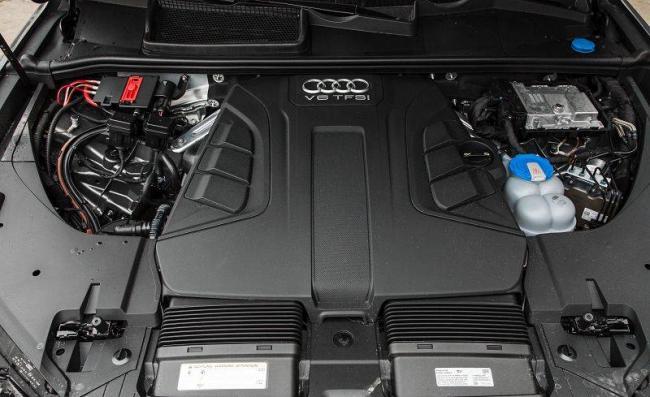 Audi-Q7-2019-17.jpg